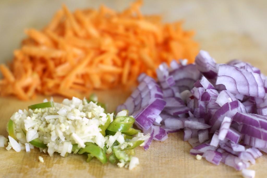 Czosnek, imbir, zielone chili i cebula to baza większości indyjskich potraw