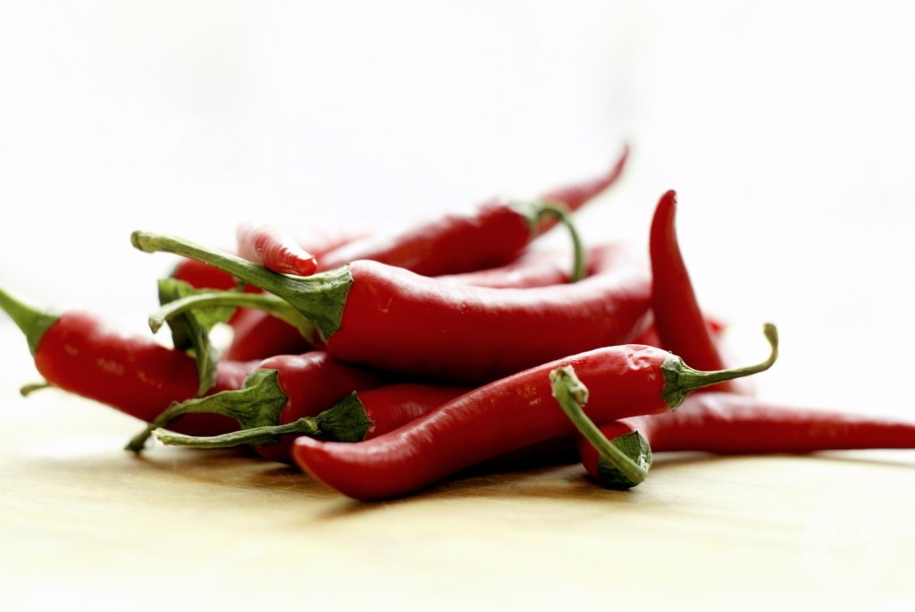 Czerwone prapryczki chili.